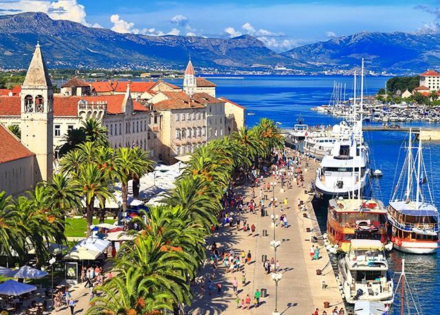 Aparthotel Astoria, Trogir, Chorvatsko - save 34%